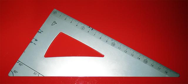 Cartabón (con marcas para varios tamaños)