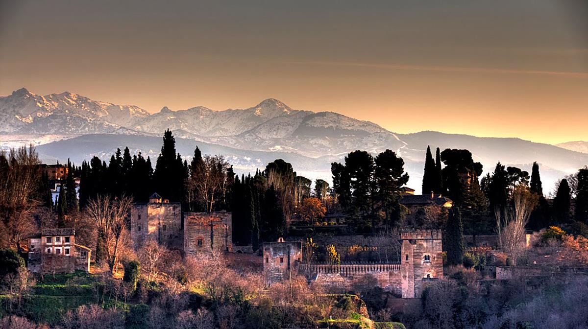 Panorámica de varias torres de la Alhambra