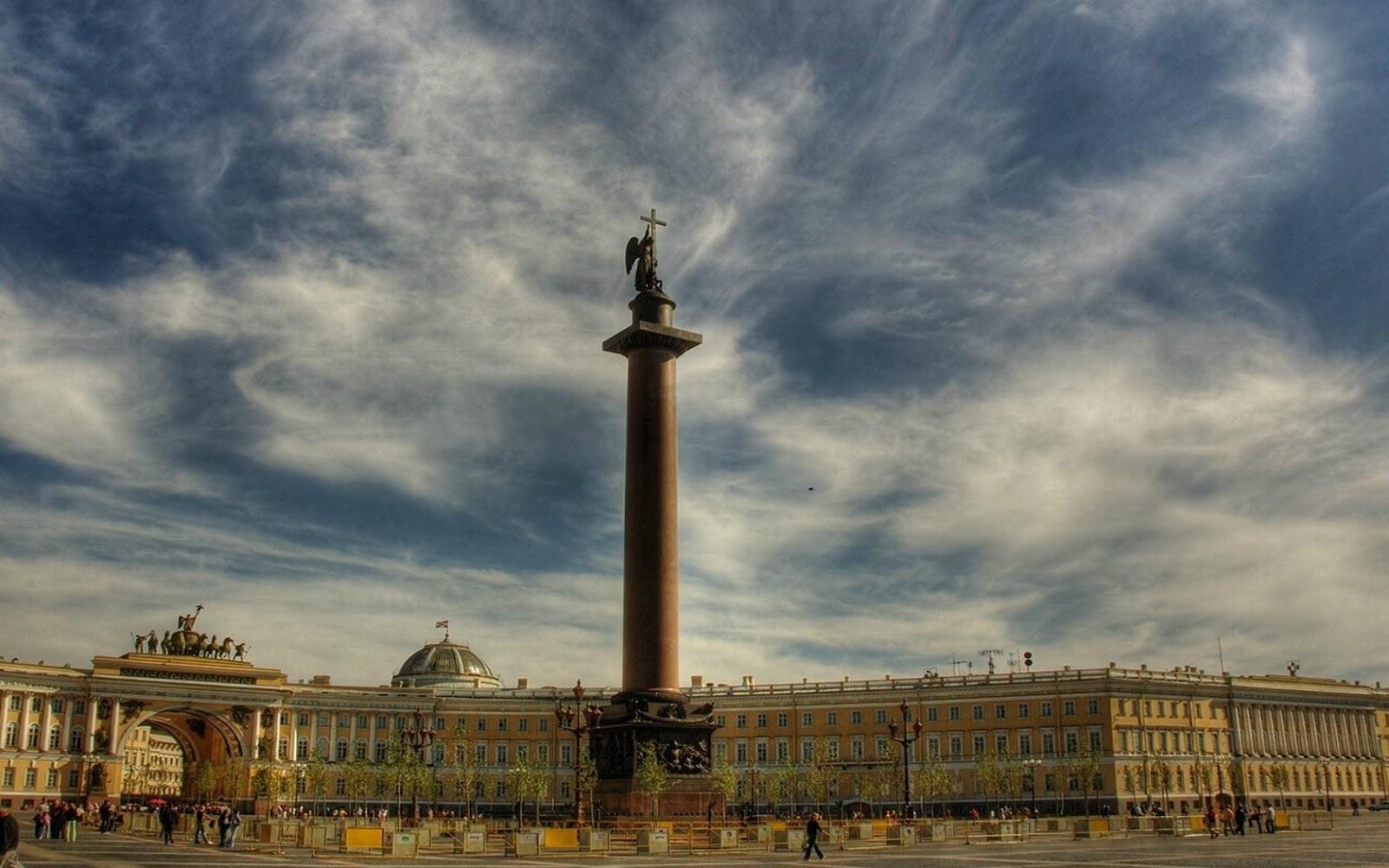Plaza del Palacio y Columna de Alejandro