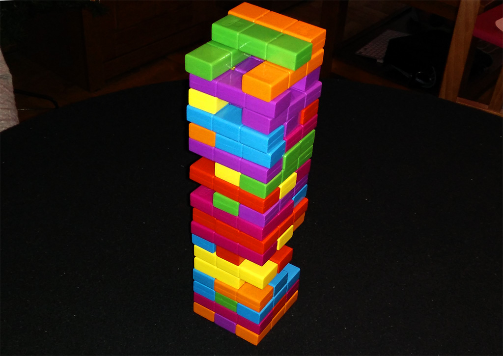 Jenga Tetris sobre superficie más estable