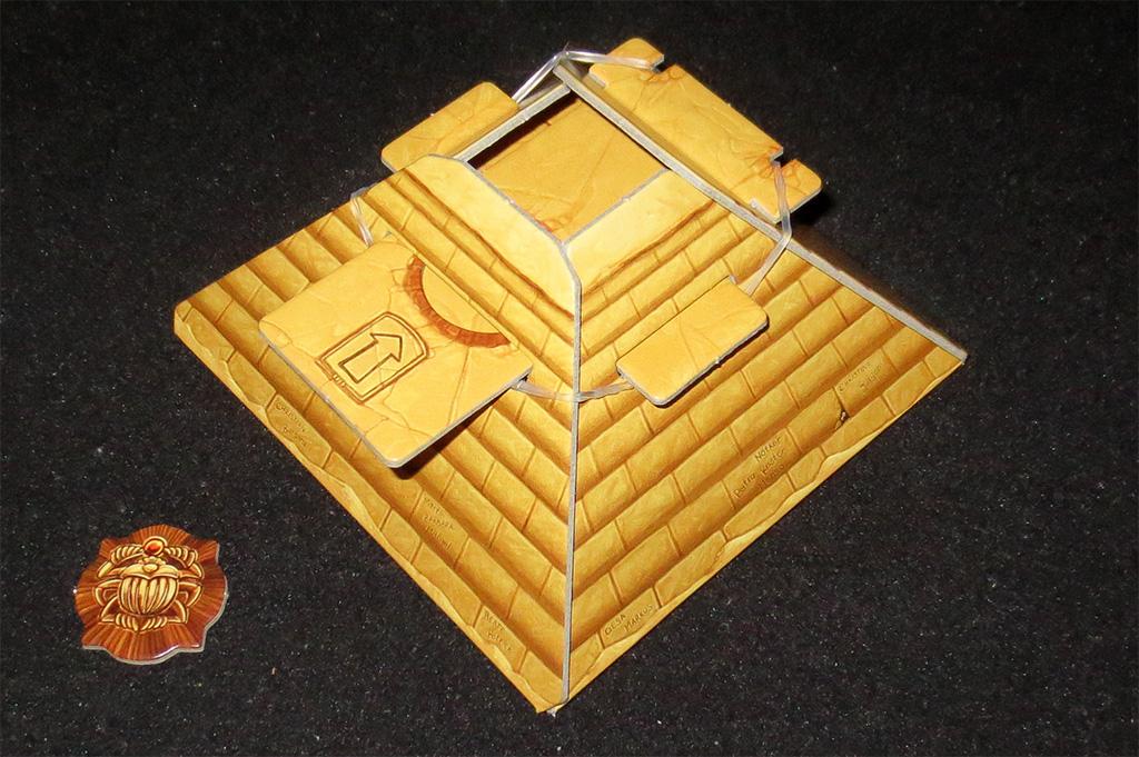 Piramide y Marcador de Jugador Inicial