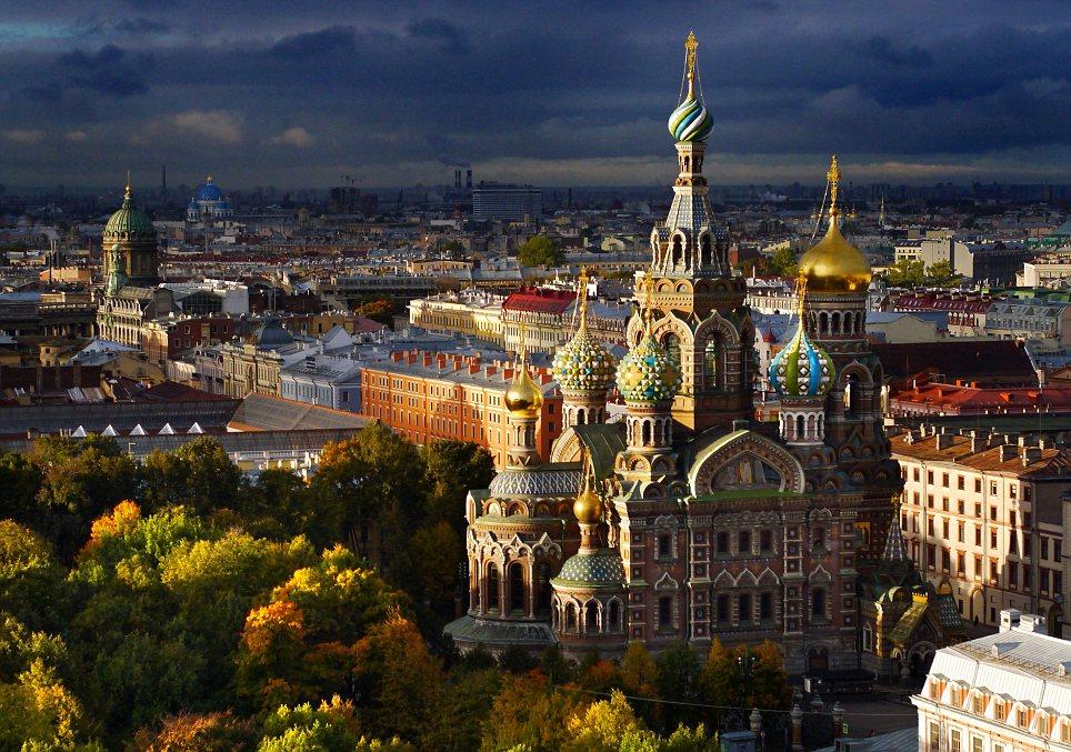 Vista aérea de San Petersburgo al atardecer