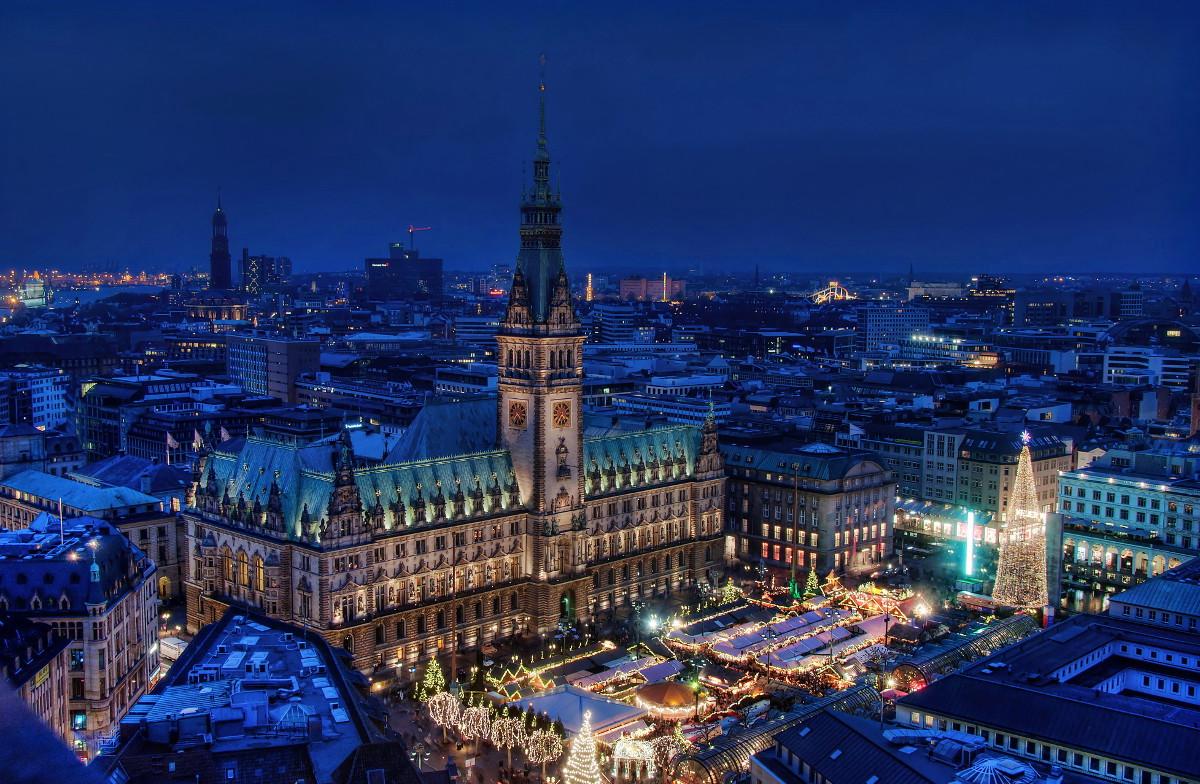 Vista aérea nocturna de Hamburgo