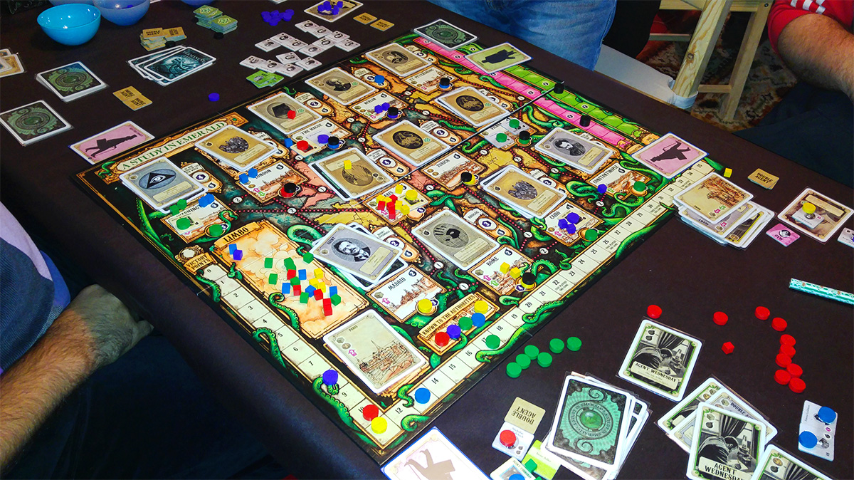 La épica hecha juego (A Study in Emerald)